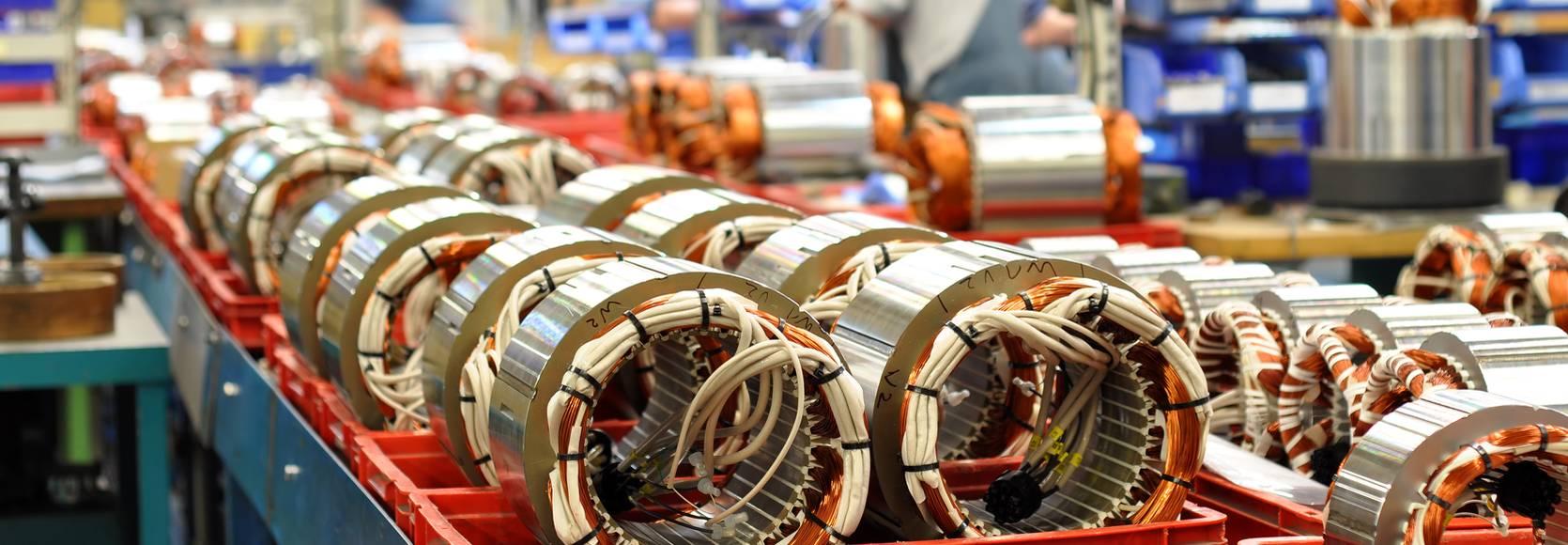 MaschinenbauProduktionslinie_AdobeStock_industrieblick_41914014_header